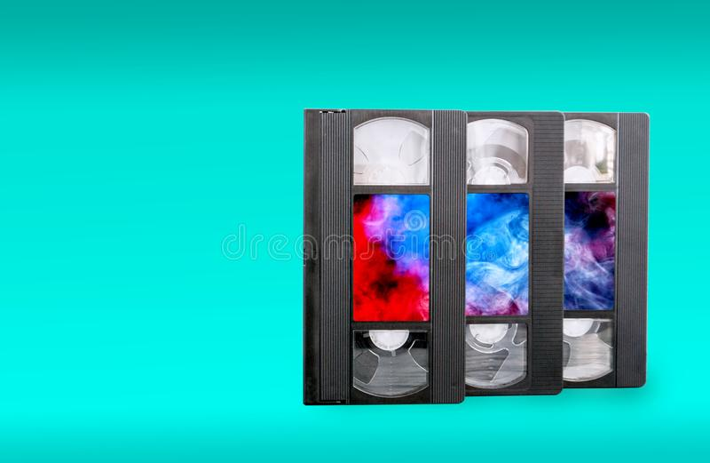 在蓝色背景的VHS录象带 库存照片