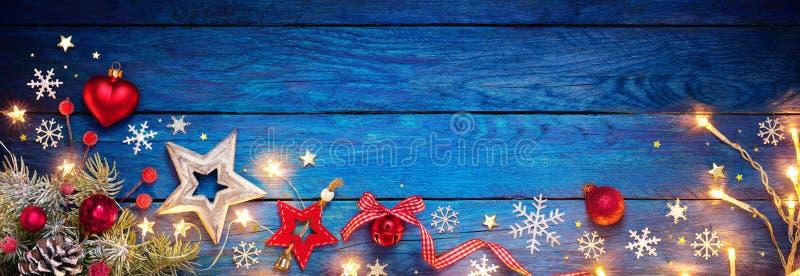 在蓝色表上的圣诞节装饰品 免版税库存图片