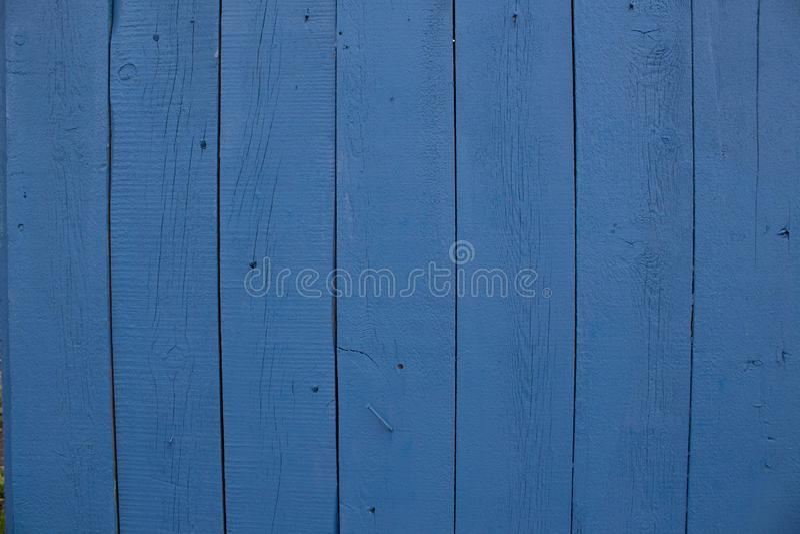在蓝色轻的自然颜色背景,与空间的老盘区背景的摘要绿松石明亮的木纹理文本的 免版税库存照片