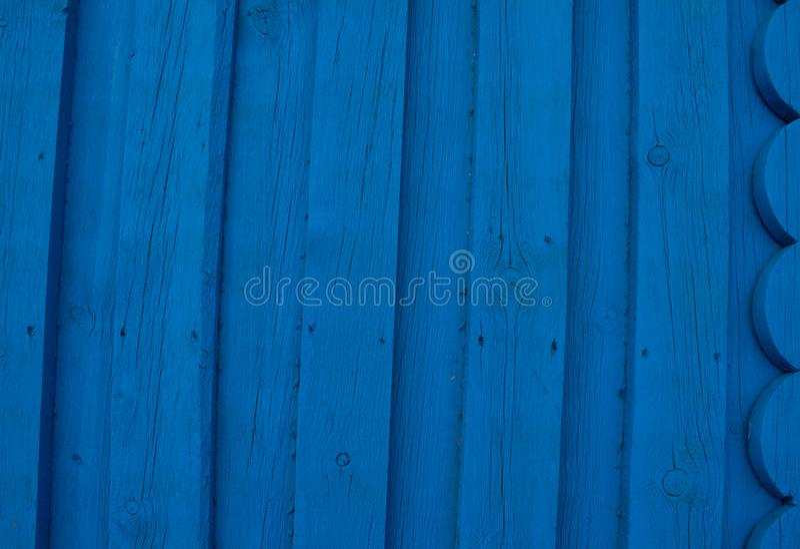 在蓝色轻的自然颜色背景,与空间的老盘区背景的摘要绿松石明亮的木纹理文本的 免版税库存图片