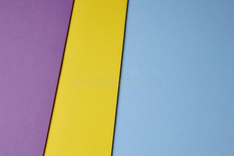 在蓝色黄色紫色口气的色的纸板背景 复制s 图库摄影