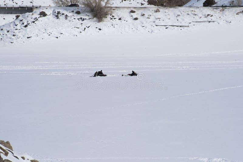在蓝色Mesa水库的冰渔 图库摄影