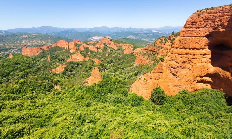 在蓬费拉达附近的山风景 Las Medulas 库存图片