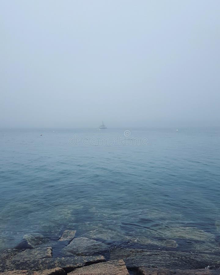 在薄雾的风船 库存图片