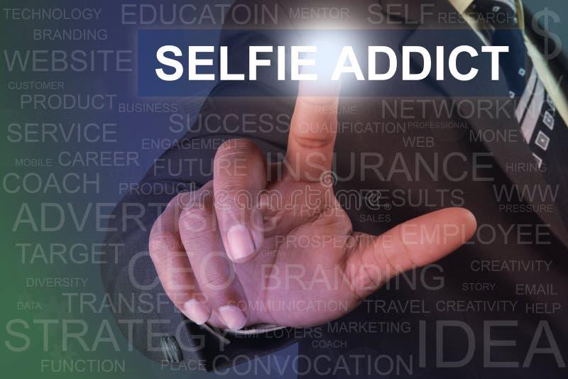 在虚屏上的商人感人的selfie上瘾者按钮 库存图片