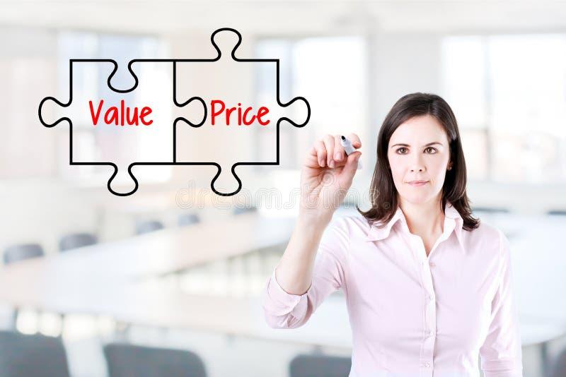 画在虚屏上的女实业家价值价格难题概念 办公室背景 库存图片