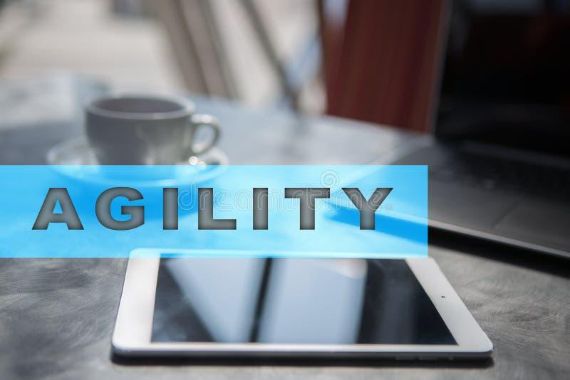 在虚屏上的敏捷性文本 企业技术和互联网概念 库存图片