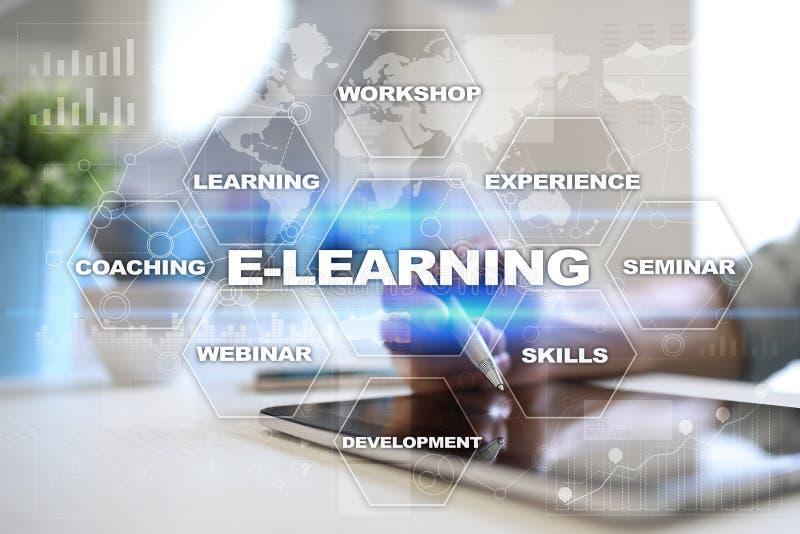 在虚屏上的电子教学 概念教育互联网关键董事会了解字 库存例证