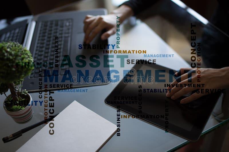 在虚屏上的财产管理 到达天空的企业概念金黄回归键所有权 词云彩 库存图片