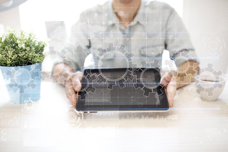 在虚屏上的齿轮 经营战略和技术概念 自动化过程 图库摄影