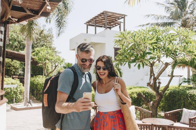 在蜜月旅行的夫妇 免版税库存照片
