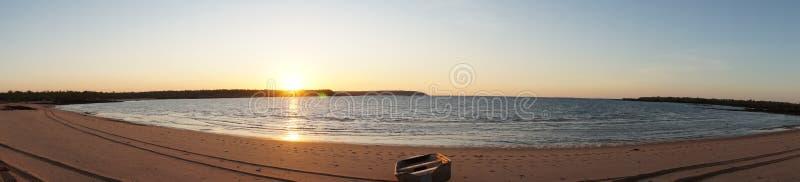 在蜜月湾的日落 免版税库存照片