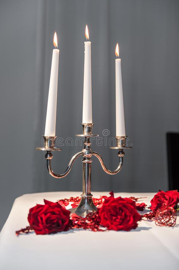 在蜡烛台的三个蜡烛 免版税库存图片