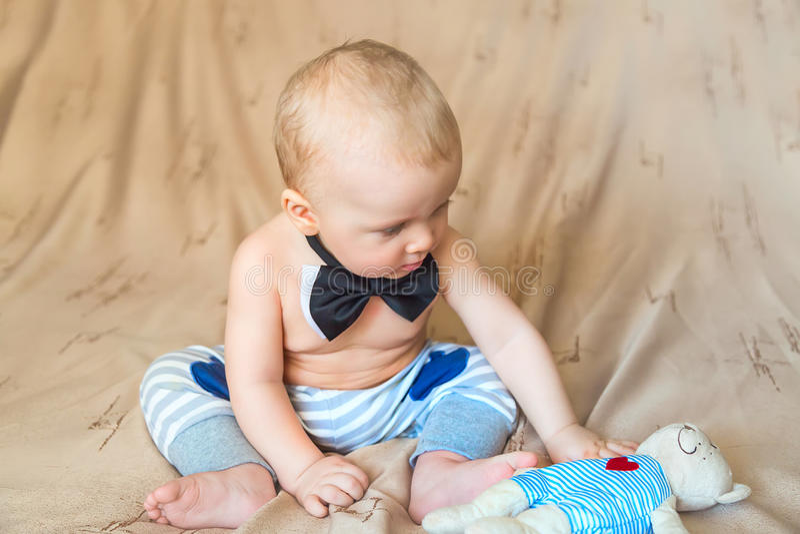 在蝶形领结的孩子 库存照片