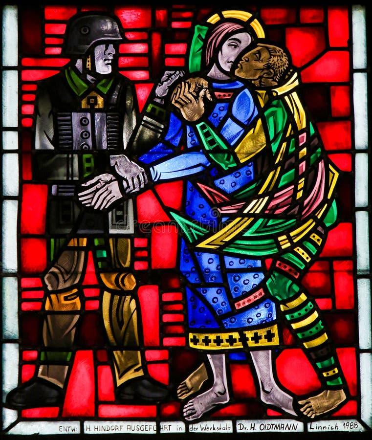 在蠕虫的彩色玻璃-亲吻耶稣的Judas 库存图片
