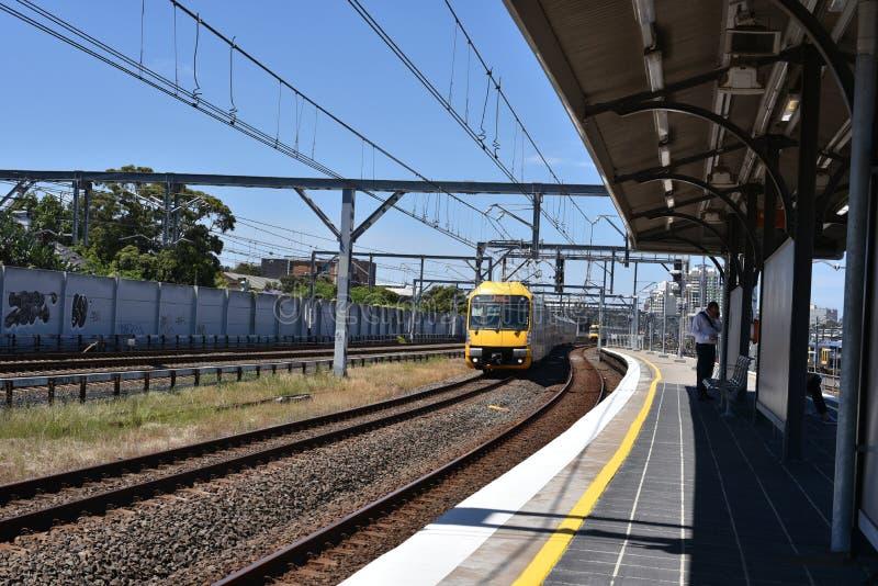 在行动,它的NSW悉尼火车是为悉尼,新南威尔斯,澳大利亚服务的郊区铁路网络 库存图片