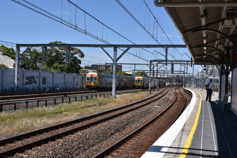 在行动,它的NSW悉尼火车是为悉尼,新南威尔斯,澳大利亚服务的郊区铁路网络 免版税库存图片