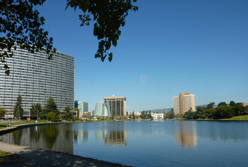 在街市湖merritt奥克兰间 图库摄影