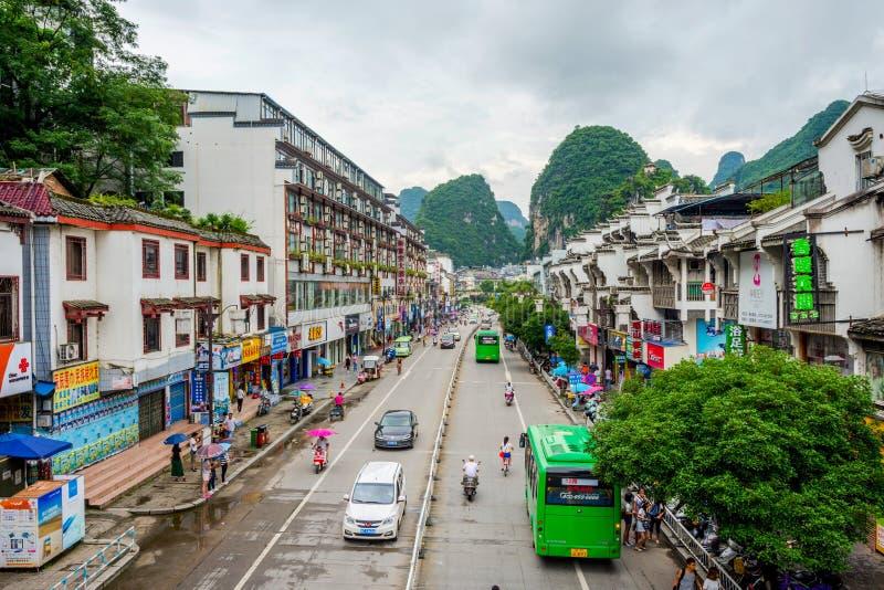 在街市的阳朔,中国的看法 免版税图库摄影