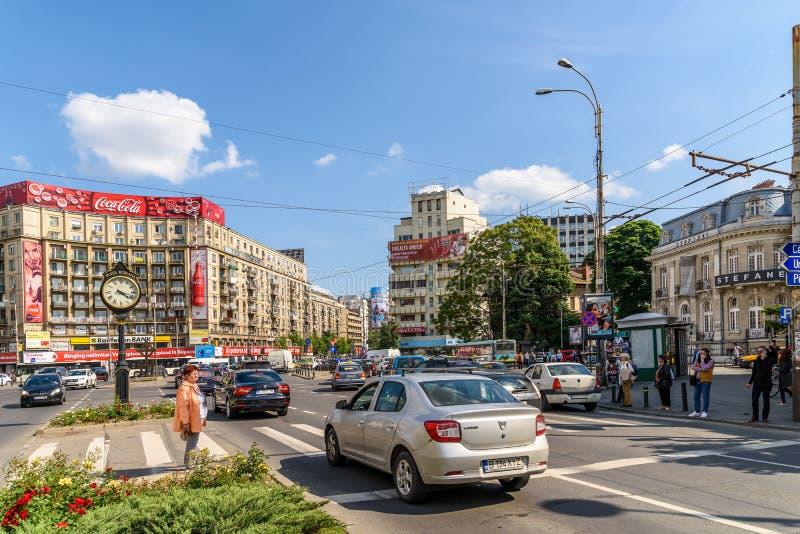 在街市罗马正方形(Piata Romana)的高峰时间交通布加勒斯特 免版税库存图片