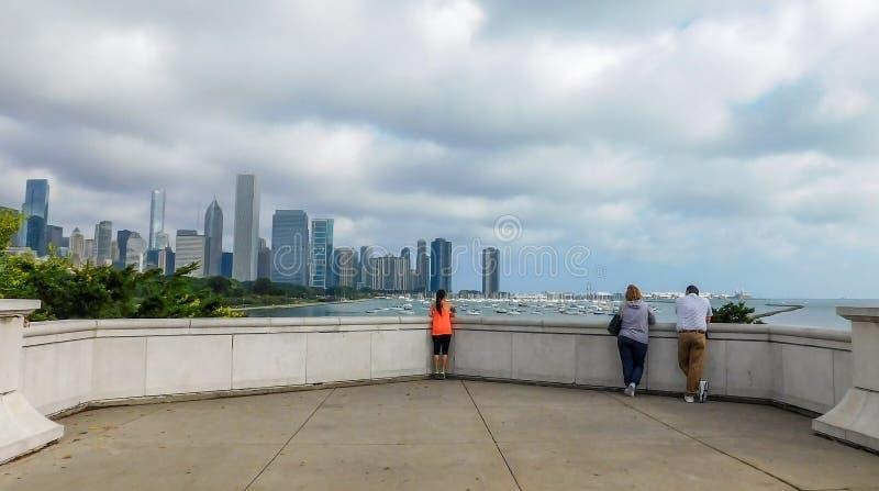 在街市芝加哥的剧烈的多云天空 库存照片