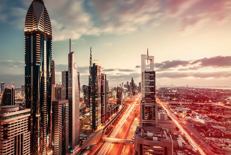 在街市迪拜,阿拉伯联合酋长国的鸟瞰图 艺术性的旅行和建筑背景 免版税库存图片