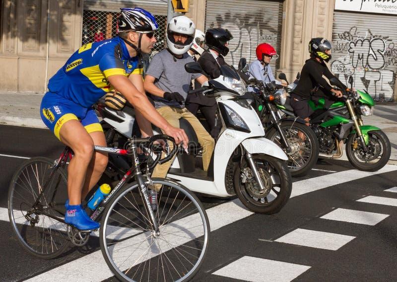 在街道上的人们在巴塞罗那 库存照片
