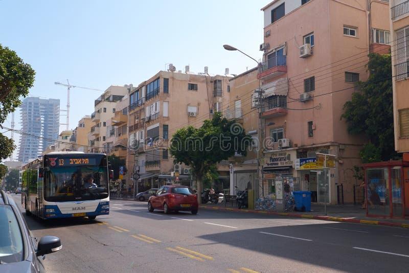 在街道上的公共交通工具在特拉维夫,以色列 库存图片