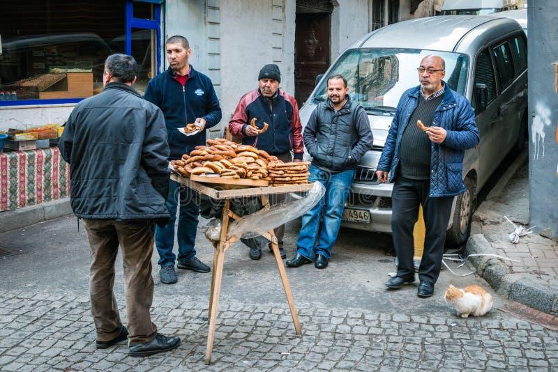 在街道上的土耳其午餐在伊斯坦布尔,土耳其 免版税库存照片