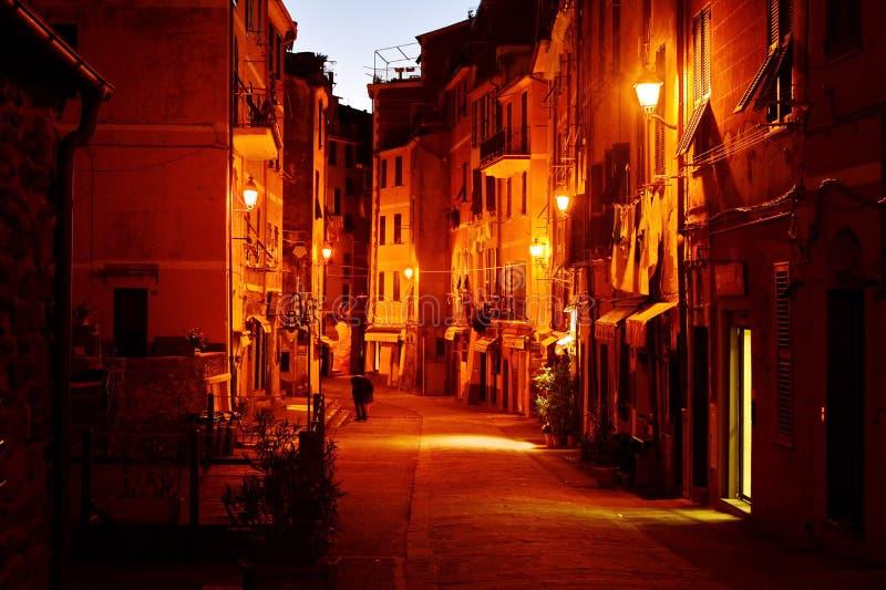 在街道上的夜 意大利vernazza 免版税库存图片