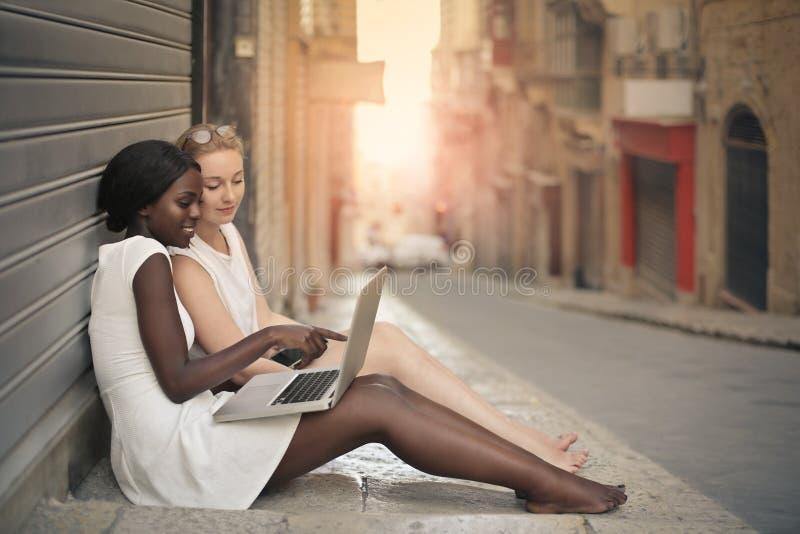 在街道上的妇女 图库摄影