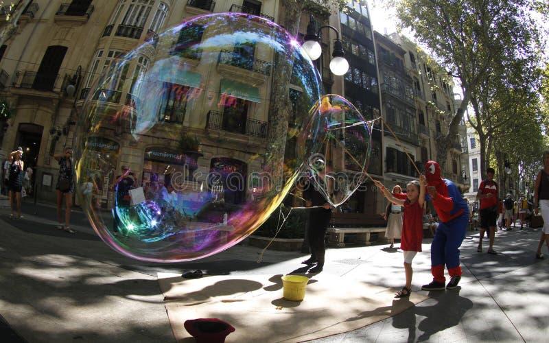 在街道上的巨型泡影 库存照片