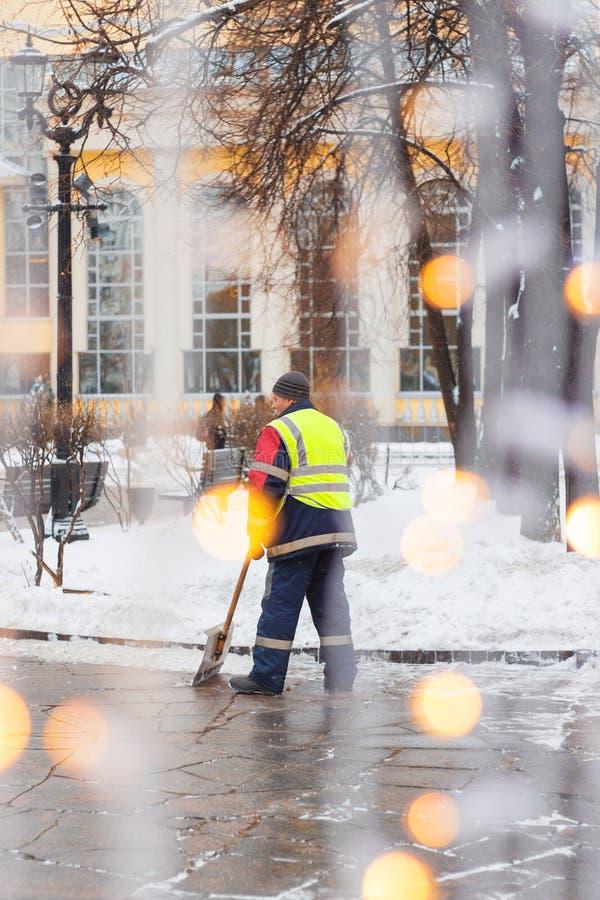 在街道上的擦净剂在庆祝以后 免版税库存图片