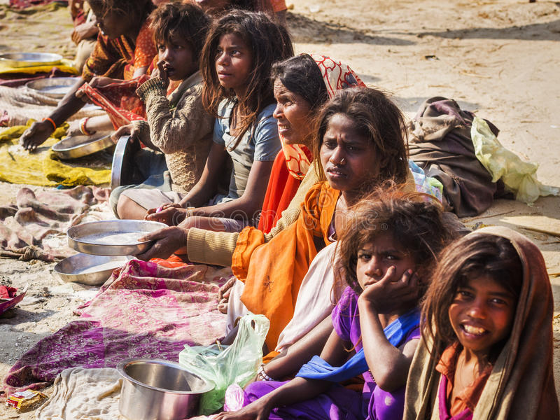 在街道上的无家可归的叫化子在安拉阿巴德,印度 免版税库存照片