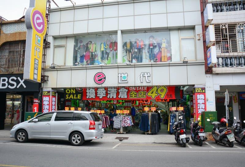 在街道上的时尚商店在花莲,台湾 免版税库存照片