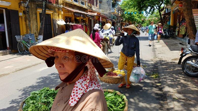 在街道上的本机在会安市越南 库存图片