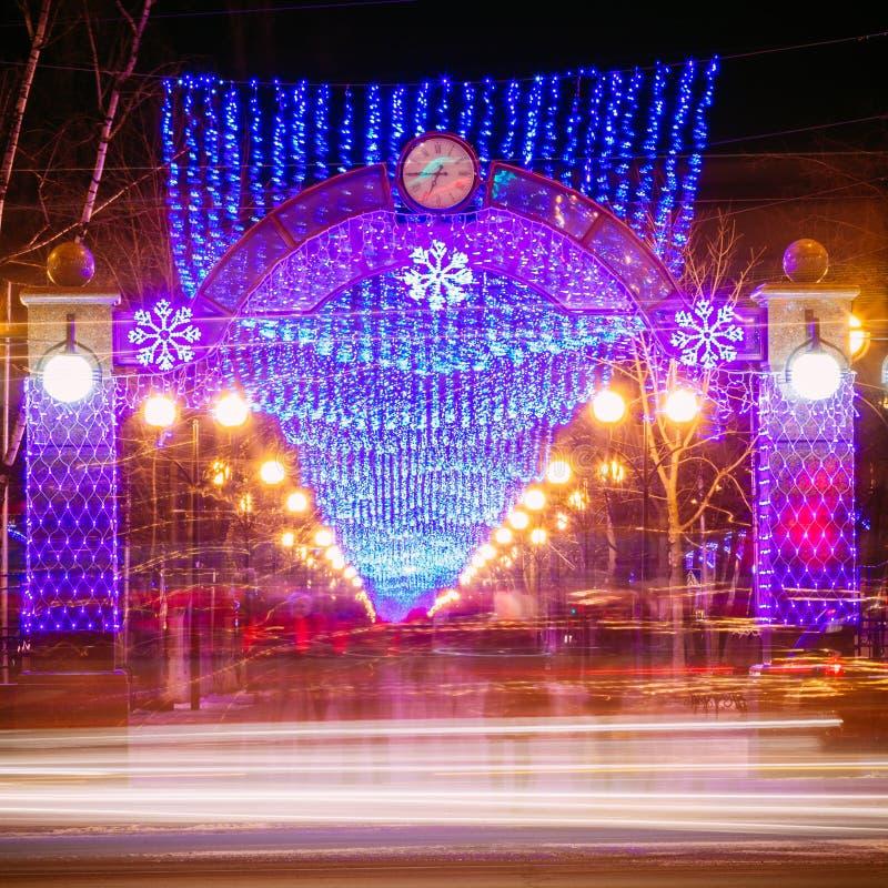 在街道上的欢乐照明,新年 免版税库存照片