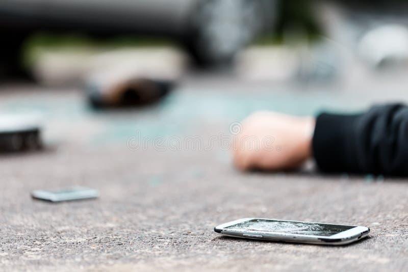 在街道上的残破的电话 免版税图库摄影