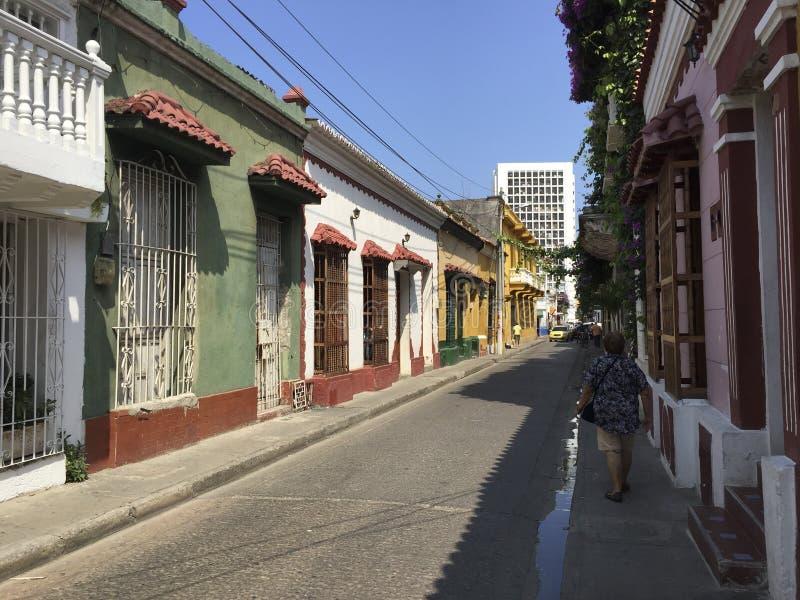 在街道上的殖民地房子在卡塔赫钠de Indias,哥伦比亚 库存照片