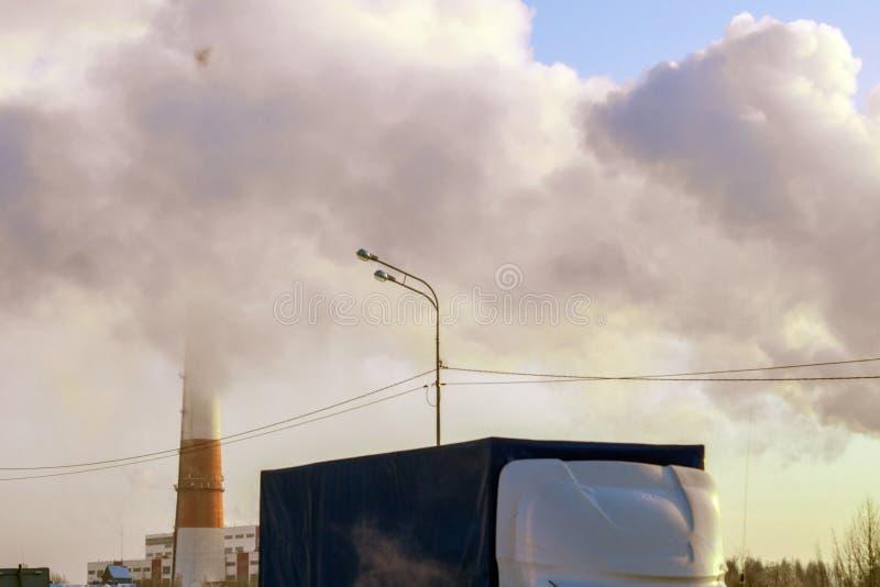 在街道上的环境污染植物 库存照片