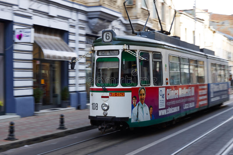 在街道上的电车在Iasi,罗马尼亚 免版税库存图片