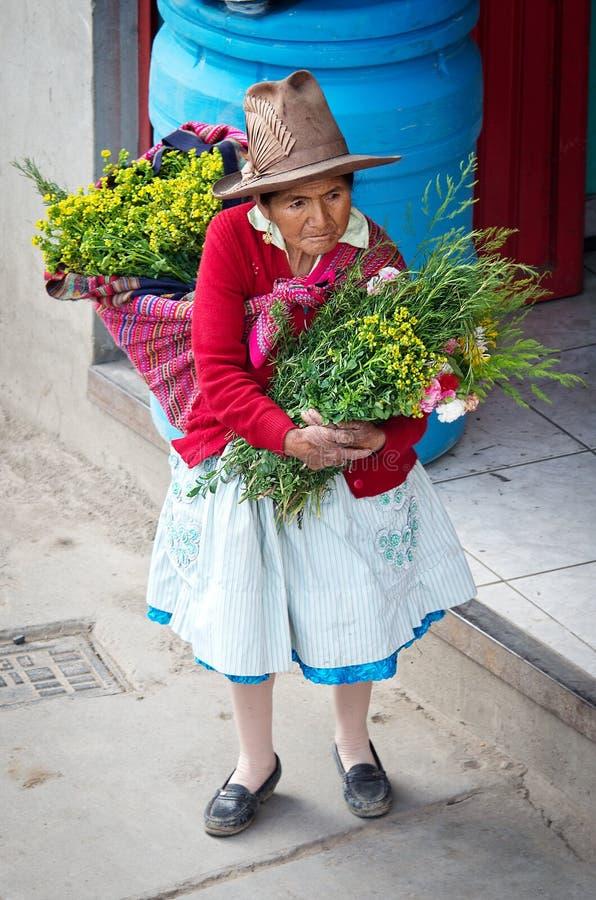 Download 在街道上的秘鲁妇女 瓦拉斯,秘鲁 编辑类图片. 图片 包括有 服装, 步行者, 部族, 有机, 食物, 多沼泽的支流 - 62531000