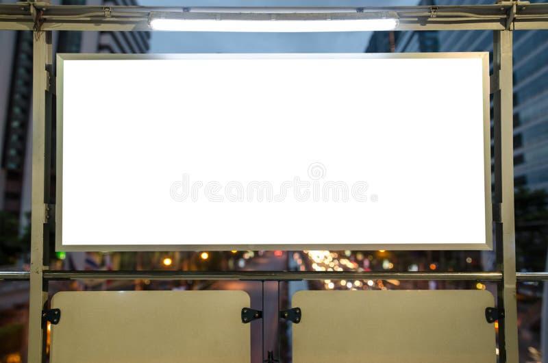 在街道上的空白的广告牌 免版税库存照片