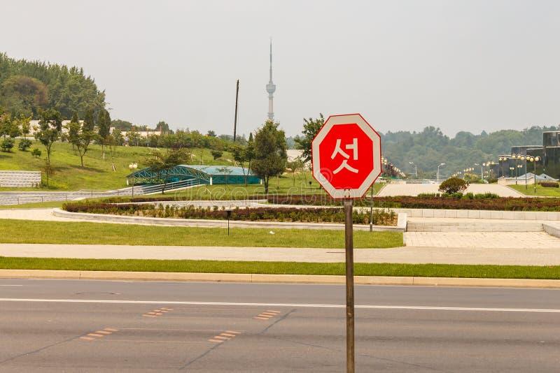 在街道上的路标在平壤 免版税库存图片