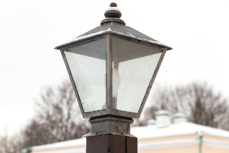 在街道上的路灯柱 库存图片