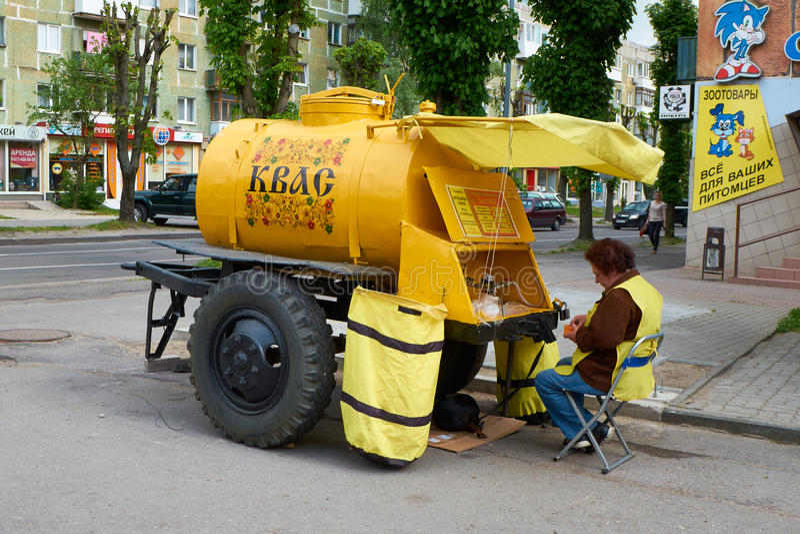在街道上的贸易的全国俄国饮料俄国啤酒 免版税库存图片