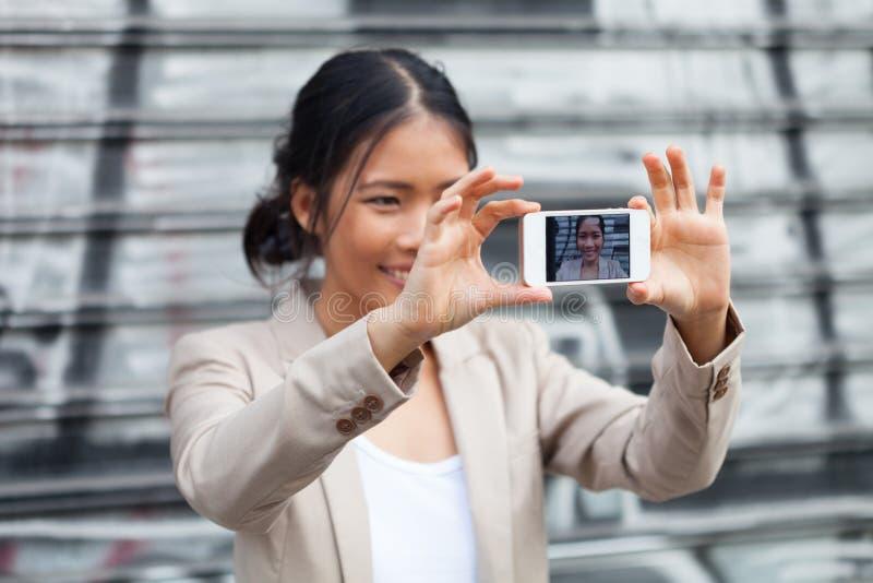 在街道上的Selfie 免版税库存照片