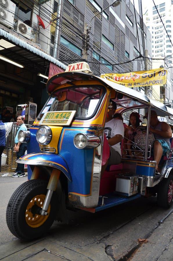 在街道上的Tuk Tuk出租汽车在曼谷 免版税库存照片