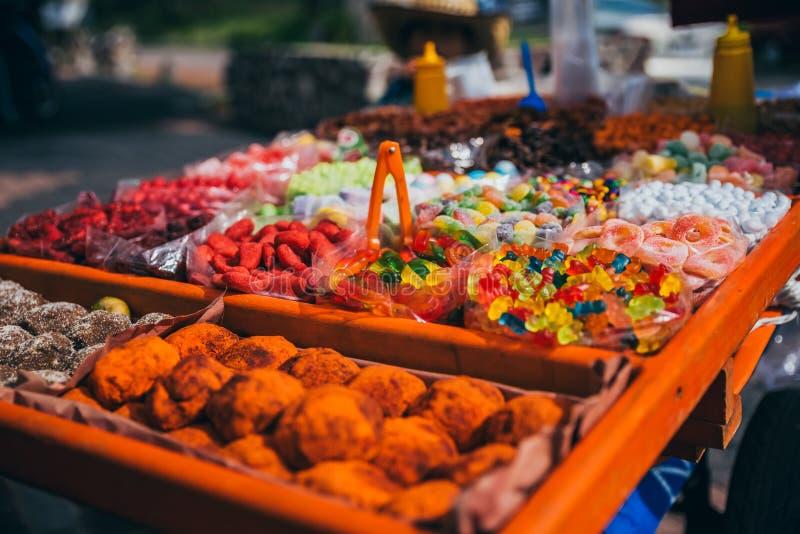 在街道上被卖的Tradional墨西哥糖果 免版税图库摄影