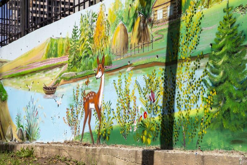 在街道旁听席的街道画墙壁 库存照片
